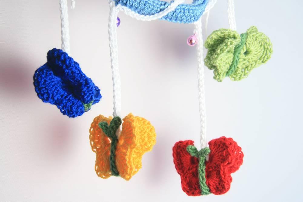 Móvil de mariposas | Crochet | Acrílico, Algodón, Metal | Decoración ...