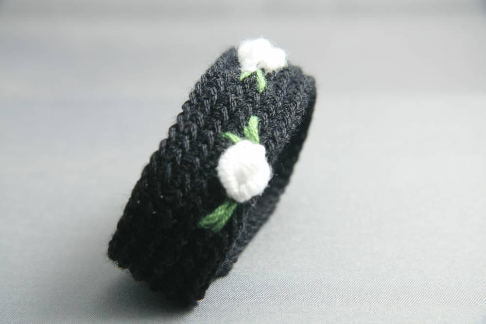Pulsera negra al minuto | Crochet, Bordado | Acrílico | Complementos ...