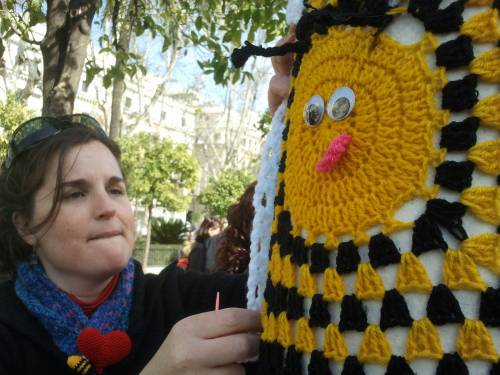 Cosiendo. Urban Knitting Sevilla. Febreo 2013