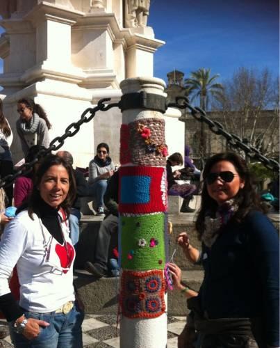 Rocío y Susana en el Urban Knitting Sevilla. Febreo 2013