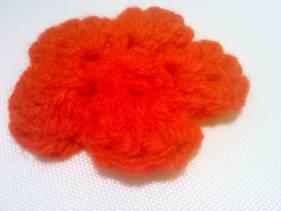 Broche de sencilla flor en crochet