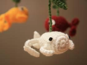 Movil de peces amigurumi