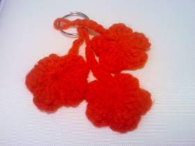 Llavero con flores en crochet
