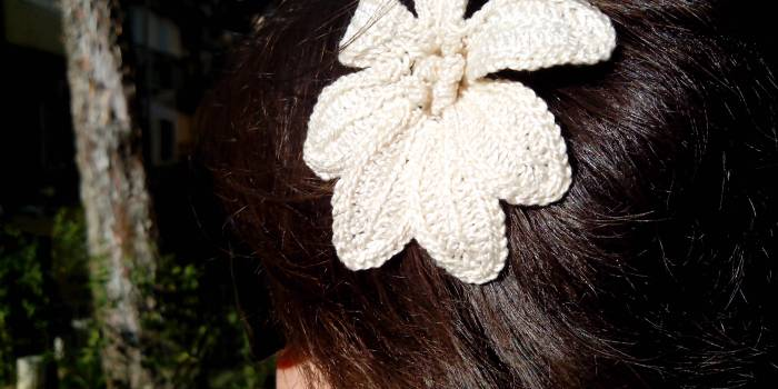 Simple lily hair pin
